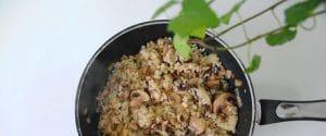 Arroz frito con champiñones