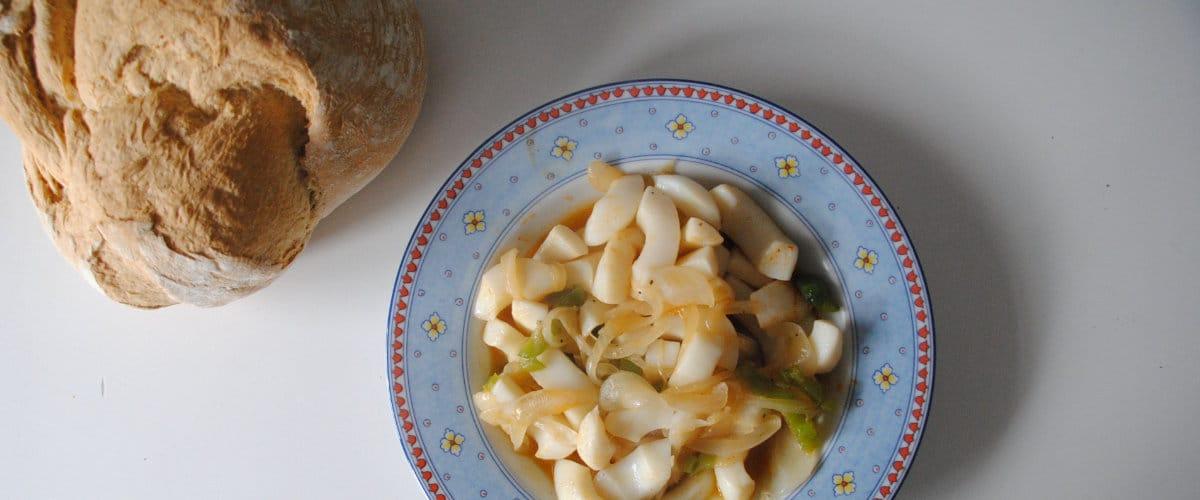 Jibiones con cebolla al pimentón