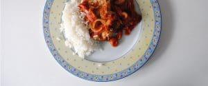 Bonito con tomate y pimientos asados