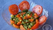 Ensalada de arvejas con tomate y zanahoria