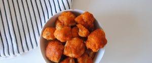 Coliflor rebozada con salsa de tomate picante