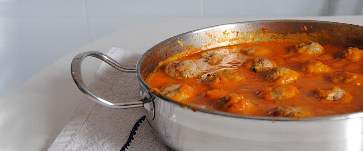 Albóndigas en salsa de zanahoria y tomate
