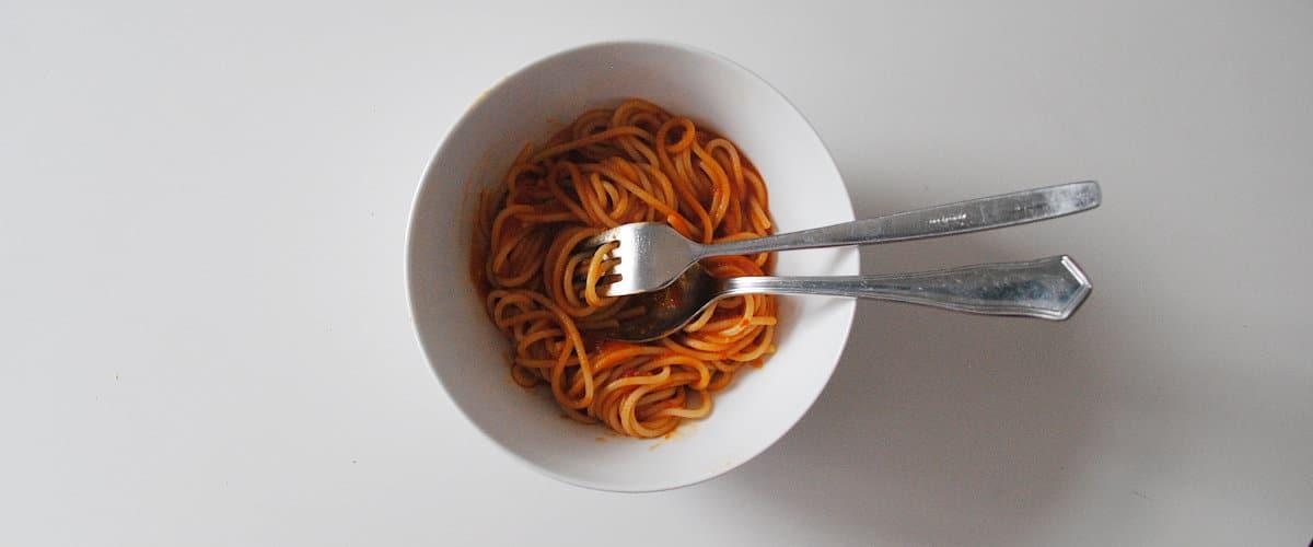Espagueti en salsa de cherrys y pimiento choricero