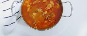Pollo guisando con un toque de curry y canela