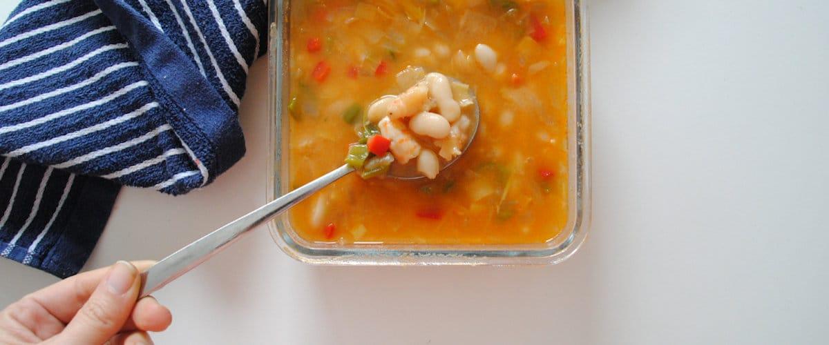 Sopa de alubia blanca, puerro y langostinos