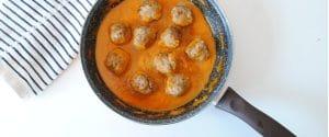 Albóndigas de pollo en salsa de puerro y zanahoria