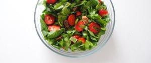 Ensalada de espinacas, fresas e higos con vinagreta de miel