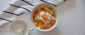 Ensalada de patata con salmón, manzana y queso batido