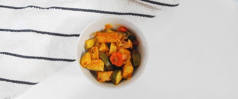 Pisto con dados de tofu al pimentón