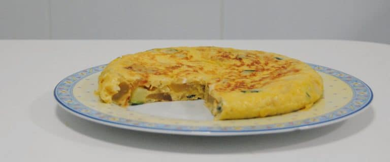 Tortilla de patata, calabacín y queso
