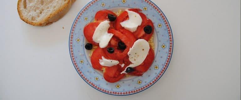 Cuscús con tomate y aceitunas negras