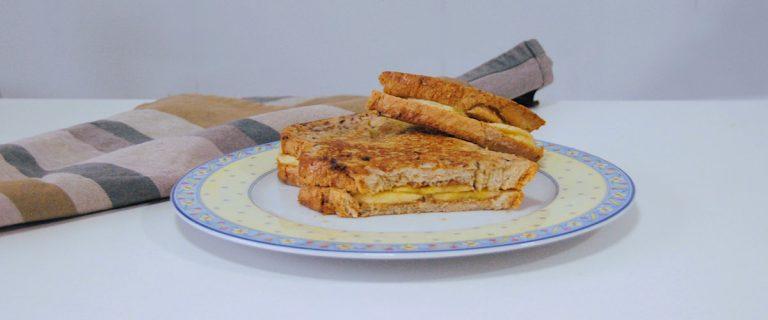 Tostadas francesas con plátano y crema de almendras